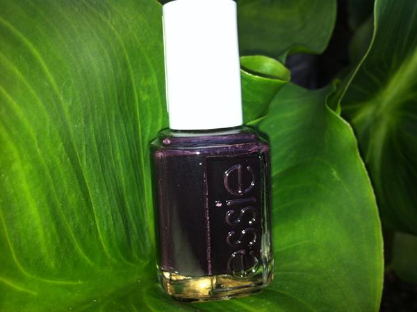Luxedo de Essie : intense et élégant - Poulette Blog