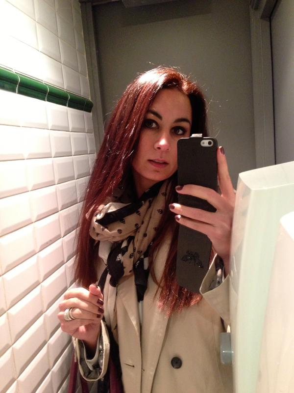 dcoloration sur cheveux noirs - Coloration Chatain Reflet Rouge
