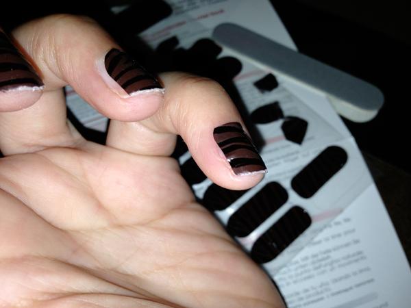Il y a vraiment des nanas qui arrivent à mettre des patchs sur leurs ongles ?! - Poulette Blog