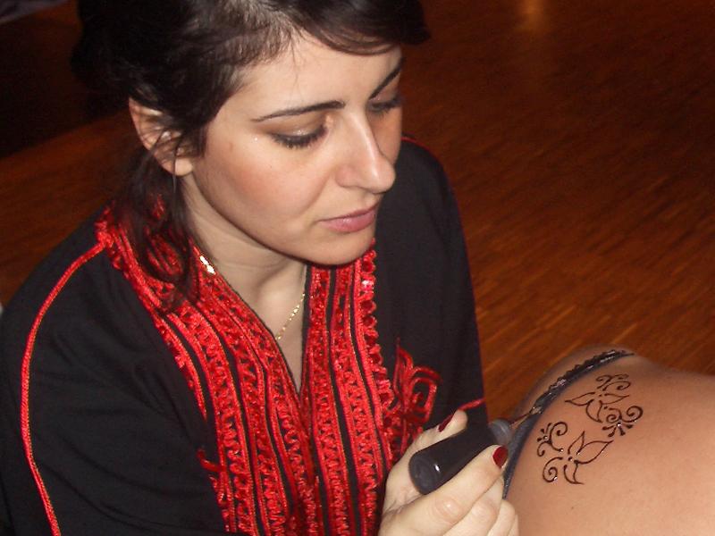 Poulette 1001 Nuits Party - tatouage henné