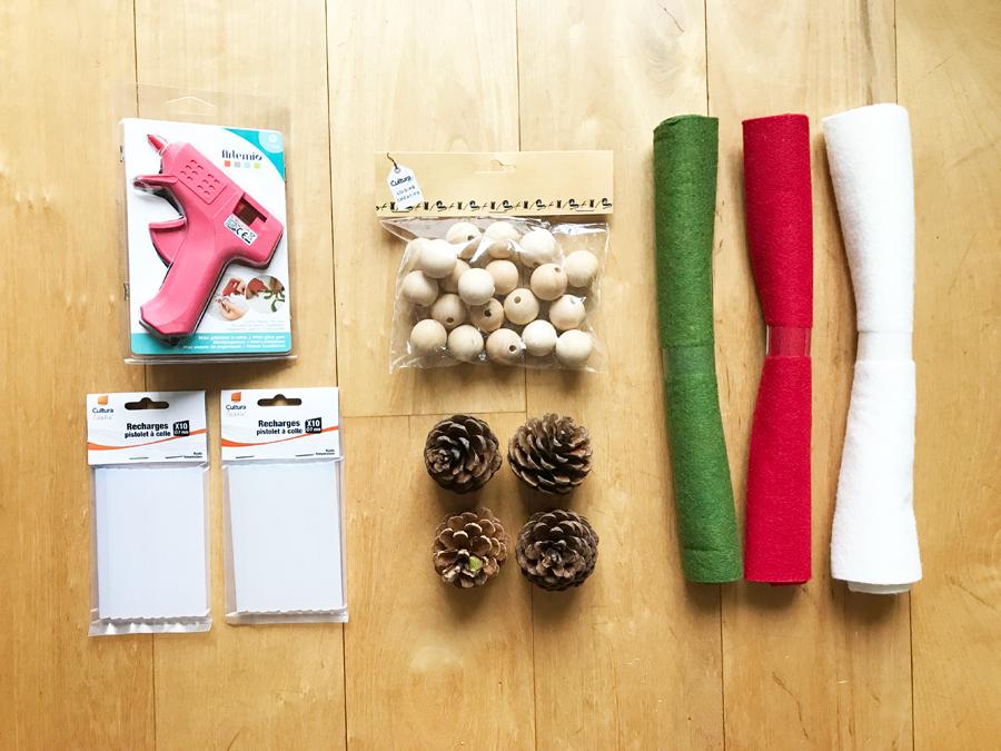 diy petits lutins trop mignons en pomme de pin poulette blog. Black Bedroom Furniture Sets. Home Design Ideas